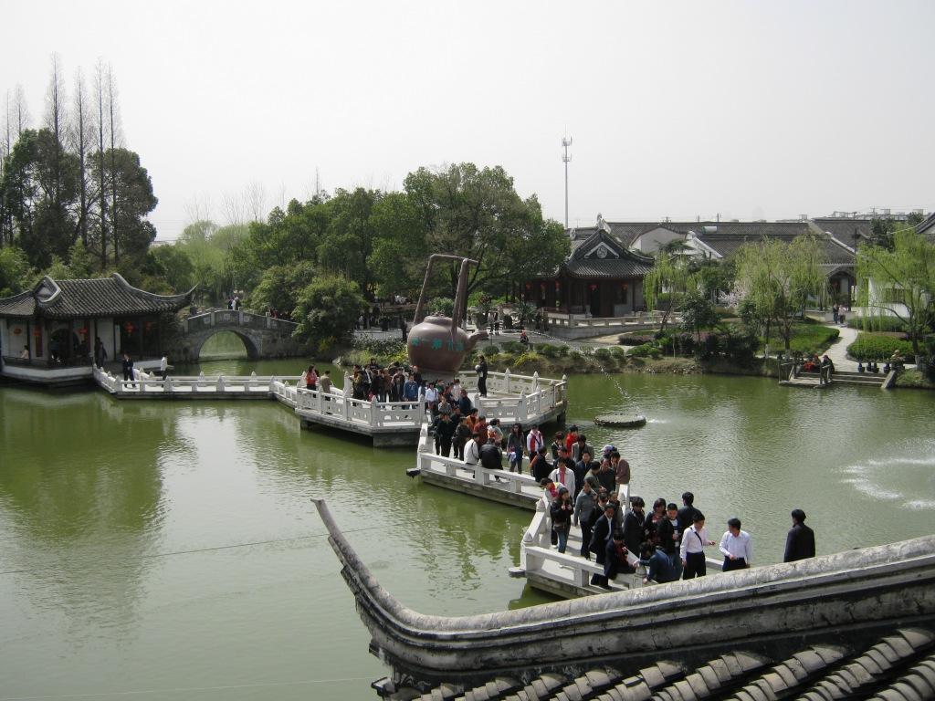 Сучжоу известен своими классическими садами в китайском стиле