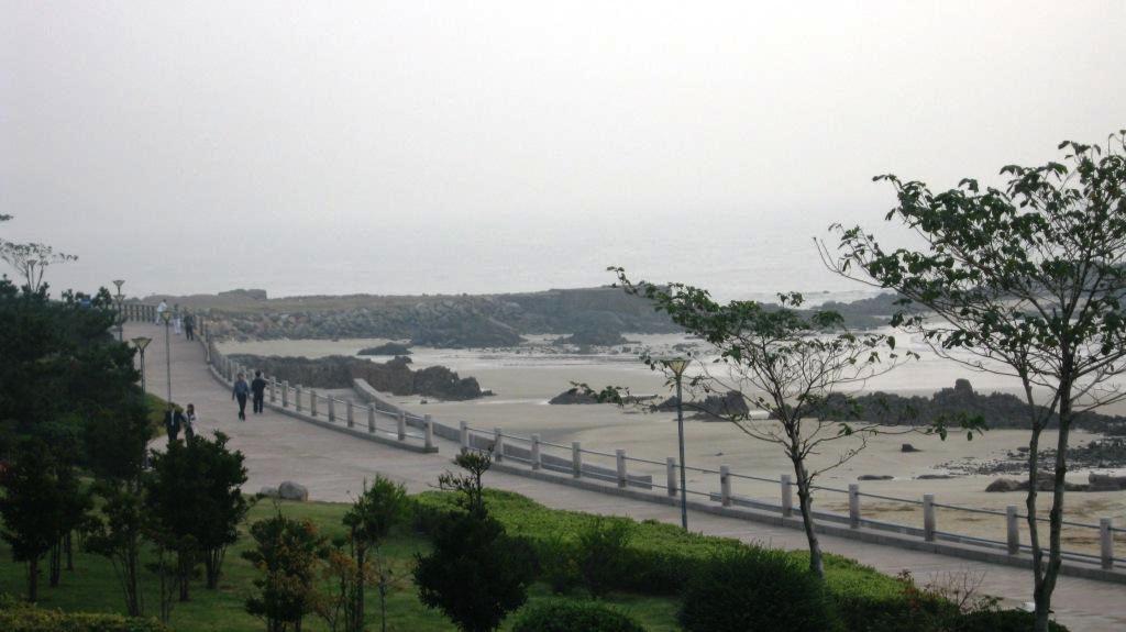 Город Циндао вытянут вдоль морского побережья