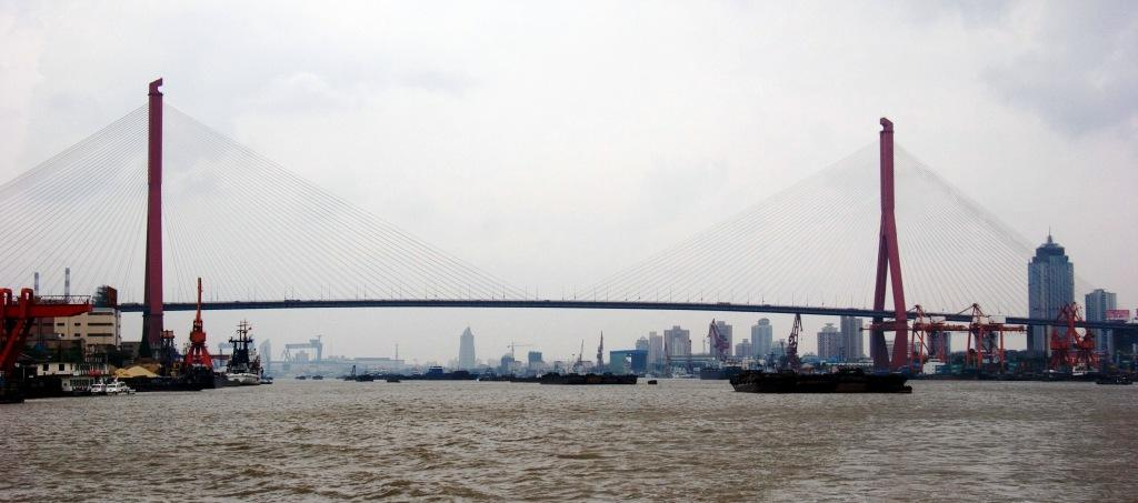 Мост Янпу через реку Хуанпу в Шанхае