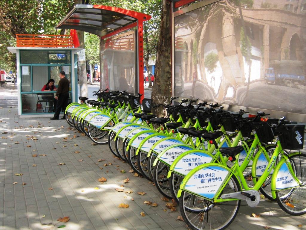 Основное средство общественного транспорта в Ухани - велосипед