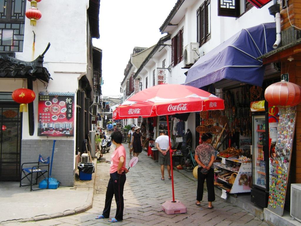 Торговые улочки в Zhujiajiao River Town