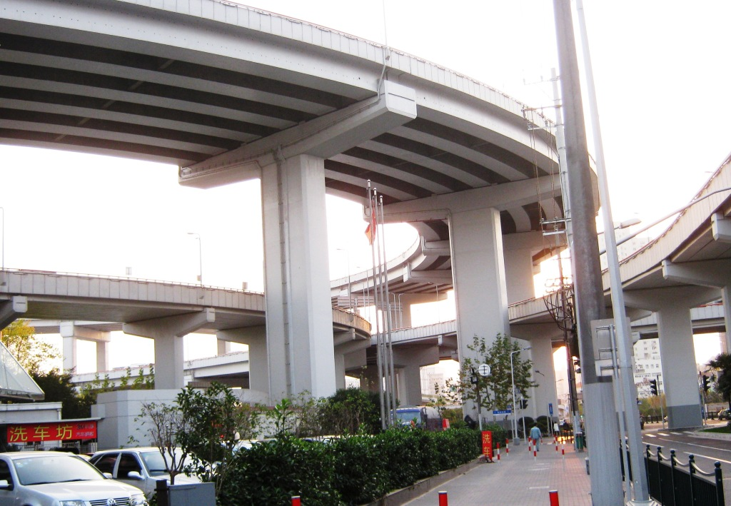 Мост Нанпу первым связал два берега реки Хуанпу в Шанхае