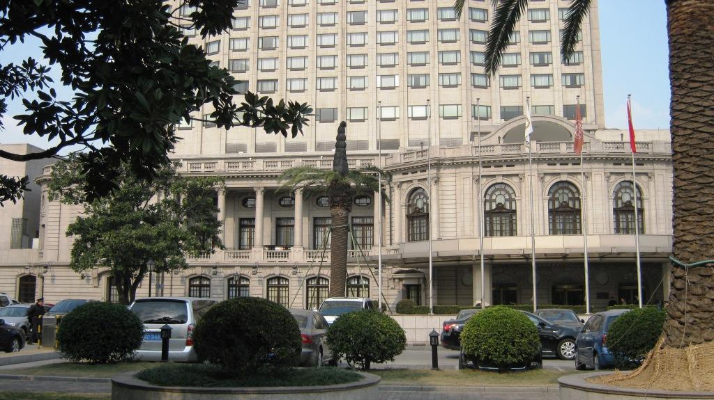 Французский клуб был построен в 1926 в самом сердце Французской Концессии, на главной улице Avenue Joffre (сейчас Huai Hai Zhong Road)
