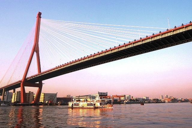 Живописный Янпу мост на реке Хуанпу Шанхай
