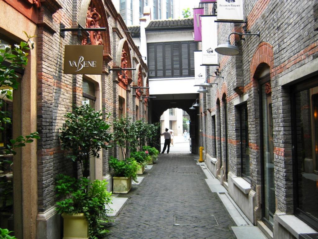 Воссоздание аутентичной атмосферы каменных домов-шикуменов - важная часть проекта Xintiandi