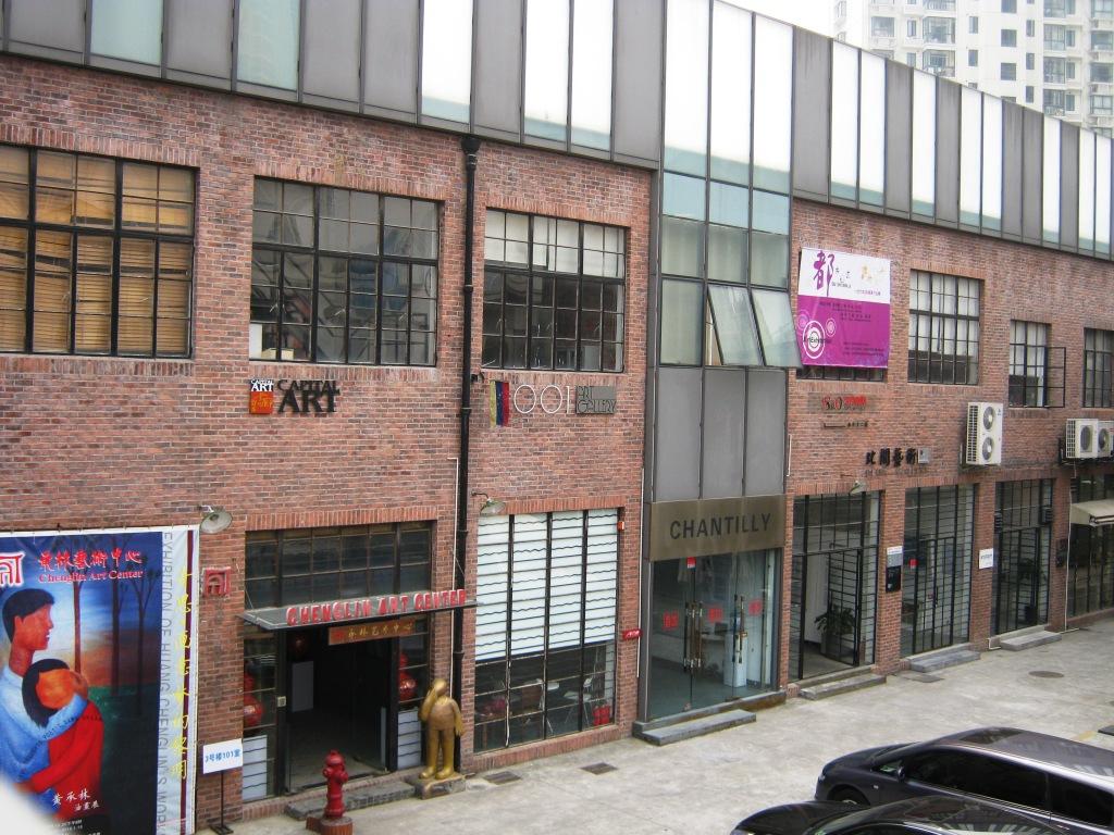 Заброшенные корпуса бывшей фабрики на Moganshan Lu в Шанхае являются одним из удачных примеров креативного девелопмента