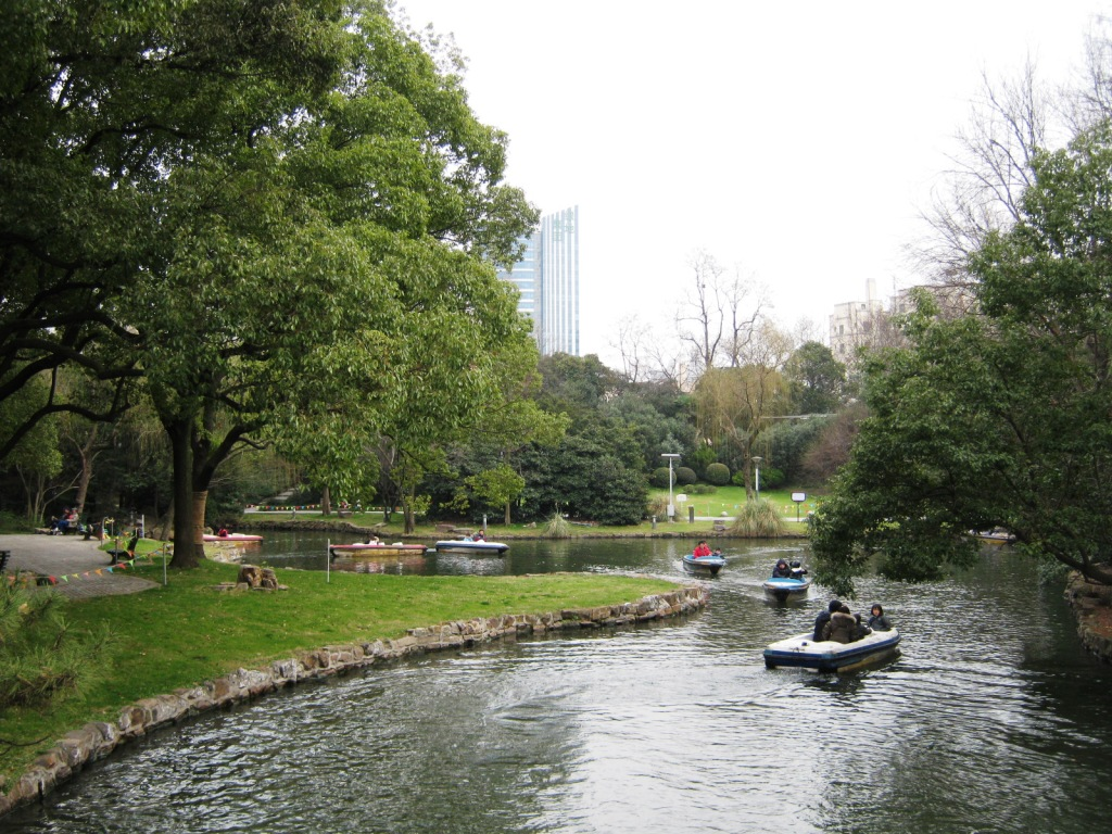 Zhongshan Park (中山公園) – это городской парк в Шанхае, в районе Changning District