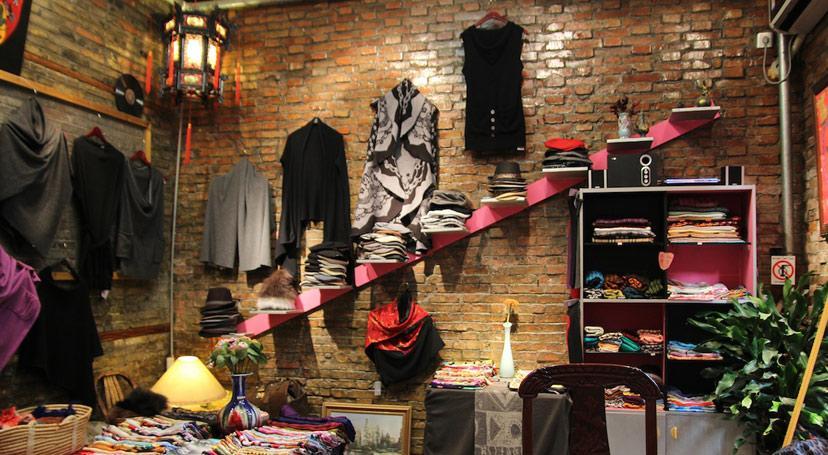 Tianzifang носит гордое название Шанхайского Сохо, по одноименному кварталу в Нью-Йорке, где располагаются художественные галереи