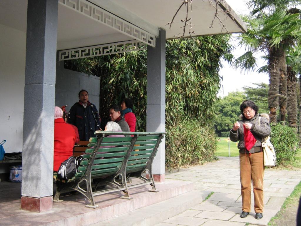Если Вы хотите понаблюдать за обычной жизнью местных жителей, этот самое подходящее место. Парк обычно полон желающими попеть и поиграть на музыкальных инструментах.