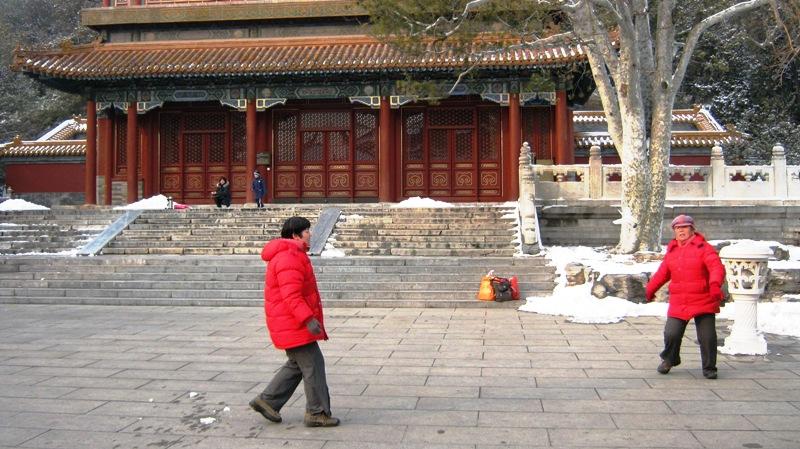 ti jian zi (踢毽子) – традиционная популярная игра в Азии