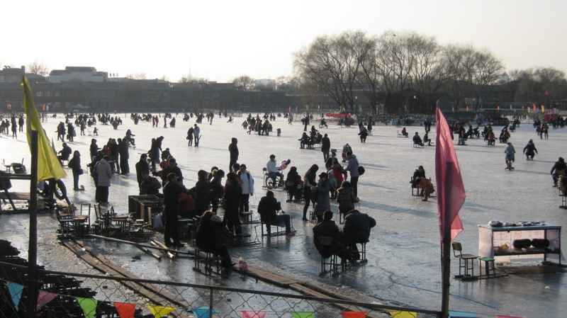 Озеро Хоухай (后海) - популярное место отдыха среди пекинцев