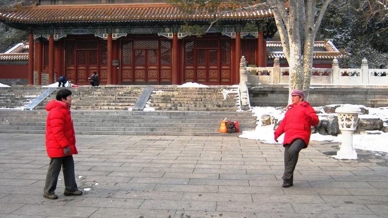 ti jian (踢毽) – традиционная популярная игра в Азии