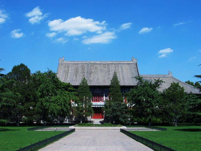 В 1952 году Университет Пекина стал первым ВУЗом, принимающим иностранных студентов на программы изучения китайского языка как иностранного