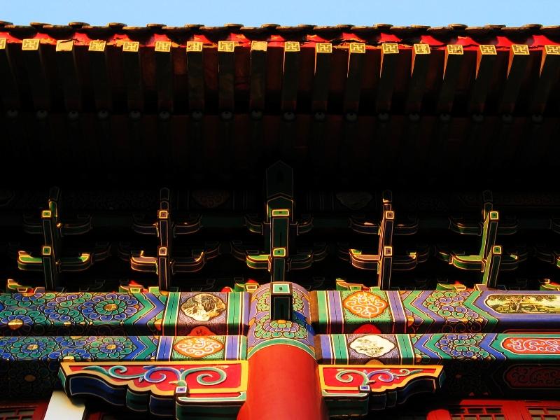 Западные Ворота – один из символов Пекинского Университета, - знамениты своими настенными фресками и расписным потолком