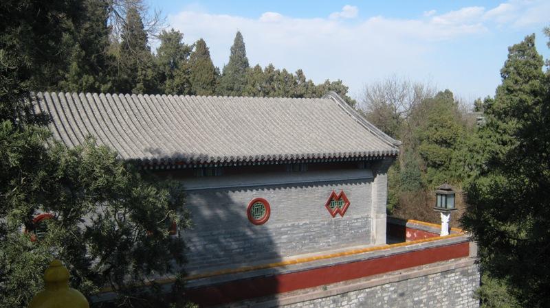 Парк Бэйхай (北海公园, Běihăi Gōngyuán) – настоящий  шедевр ландшафтного дизайна, созданный согласно классическому образцу традиционного китайского сада