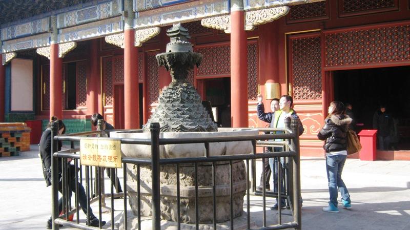Непременная забава во всех буддистских храмах – покидать монетки на память