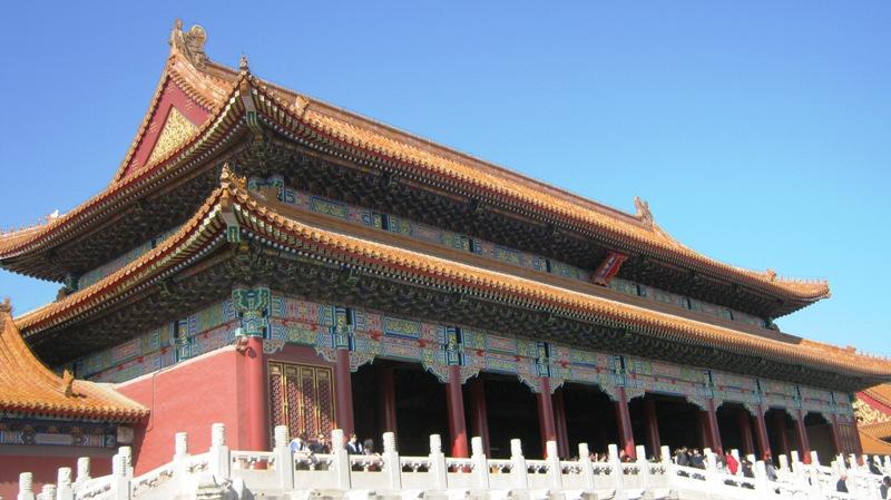 Запретный город (紫禁城Zǐjìnchéng) буквально «Пурпурный запретный город» в наши дни обычно именуется故宫(Gùgōng) что означает буквально Бывший дворец - главный дворцовый комплекс китайских императоров с 15 по начало 20 века, расположенный в центре Пекина, к северу от главной площади Тяньаньмэнь