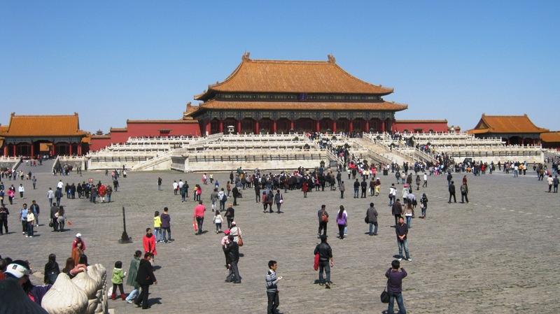 Hall of Supreme Harmony – самый большой зал во всем Императорском Города, который использовался только для самых значительных поводов, таких как бракосочетание или вхождение на престол нового императора