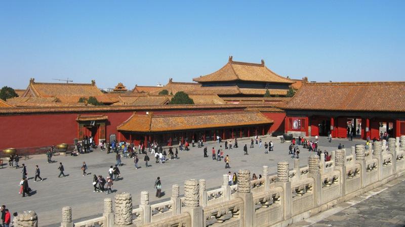 Снова ворота - Gate of Heavenly Purity. Вокруг находятся различные вспомогательные дворцовые помещения внутри периметра стены и рва с водой: