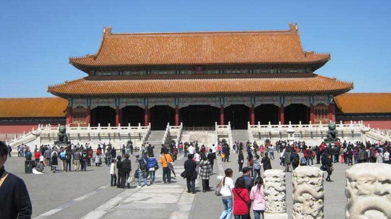 Следующие – главные дворцовые ворота Тайхэмэнь (Gate of Supreme Harmony). Это помещение использовались для приема посетителей, и здесь же проводились императорские банкеты.
