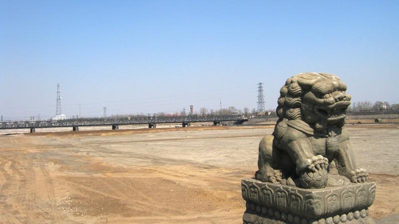 Мост Марко Поло (卢沟桥Lugou Qiao) десятипролётный средневековый мост через реку Юндинхэ на юго-западной окраине современного Пекина