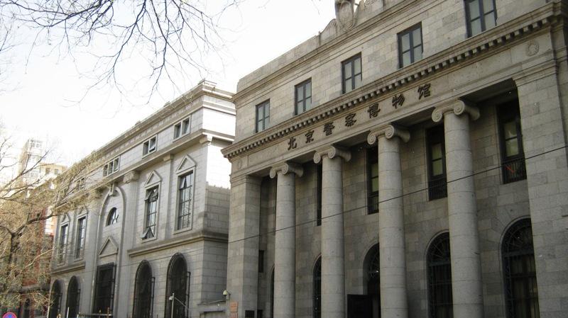 Прежде здесь располагался посольский квартал, ограниченный южными городскими воротами (сегодня Второе Кольцо), Tian'anmen Square на западе, East Chang'an Avenue на востоке и Chongwenmennei Street на севере