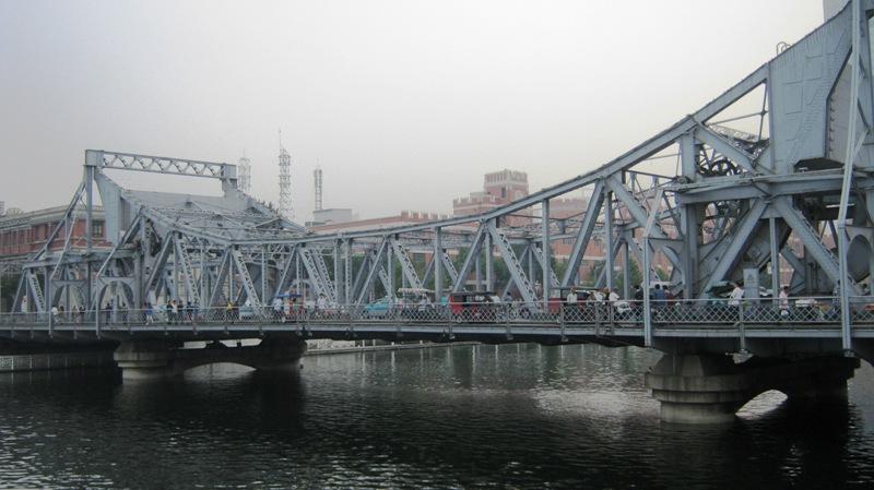 Jiefang Bridge (解放桥) через реку Хайхе возведен в 1927 году